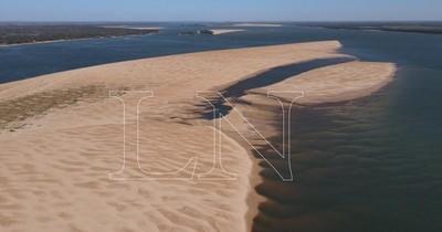 La Nación / Desoladoras imágenes del río Paraná evidencian bajante histórica