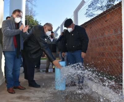 Inauguran sistemas de agua potable en Santaní y verifican construcción del mercado municipal