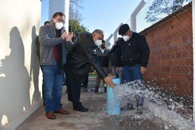 Inauguran sistemas de agua potable construidos por Yacyreta