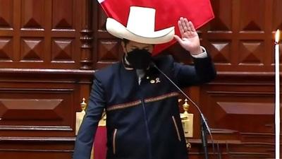 El izquierdista Pedro Castillo asume como el nuevo presidente de Perú (Video)