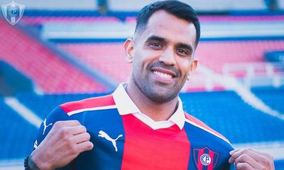 Carlos Rolón es oficialmente el nuevo jugador del Ciclón de Barrio Obrero