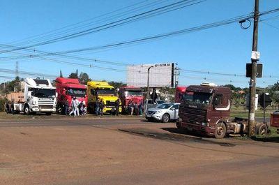 Camioneros de Alto Paraná paran sus actividades, pero sin bloqueo de rutas