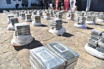 Fiscalía allana vivienda en busca de supuestos responsables de megacarga de cocaína