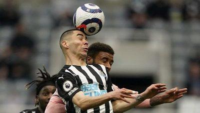 La FA inglesa recomienda limitar remates de cabeza en los entrenamientos