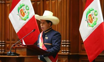 Pedro Castillo asume como presidente y anuncia plan para reformar la Constitución de Perú