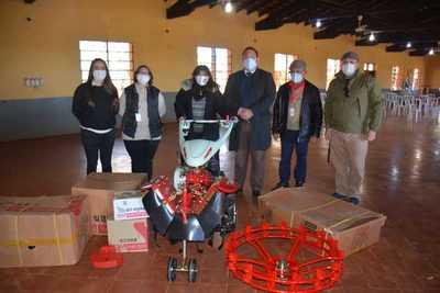Escuela Agrícola y mujeres capacitadas por el SNPP recibieron multicultivadores
