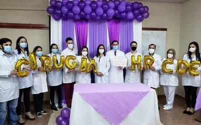 Profesionales médicos culminan residencia en Hospital Regional de CDE