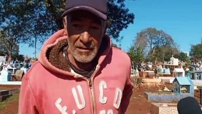 """Don Buenaventura, sepulturero desde hace 30 años: """"Me piden descuento por el entierro"""""""