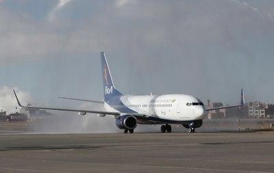 La aerolínea estatal de Bolivia se une a la campaña contra la trata y tráfico