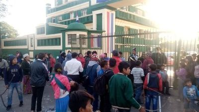 Indígenas de Yvy morotî, Caaguazú, exigen reconocimiento de nuevos líderes de la comunidad cerrando la avenida Artigas