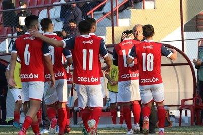 Los juveniles de Cerro le regalan una revitalizadora victoria a 'Chiqui'