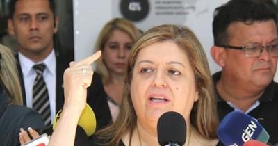 """La Nación / """"Se dice que son pocos, pero trabajan en núcleos"""", afirma Sandra Quiñónez"""