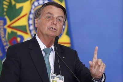 Bolsonaro insinúa que autoridad electoral quiere favorecer a Lula