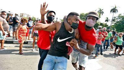 UE reclama a Cuba que libere a manifestantes detenidos
