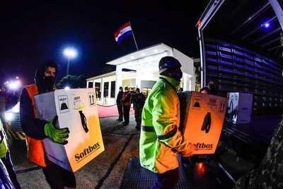 Llegaron las 35.000 dosis de vacunas Pfizer adquiridas por Paraguay