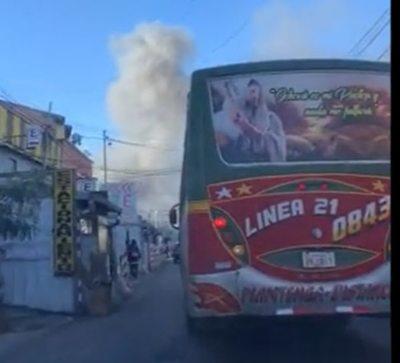 """Se incendian varias casillas del """"Paseo de los yuyos"""" en el Mercado 4"""