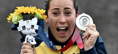 Pajón cede su corona, pero logra plata y da a Colombia segunda presea en BMX