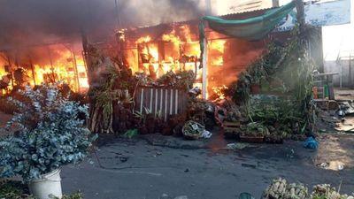 Incendio afecta a casillas del Paseo de los Yuyos del Mercado 4