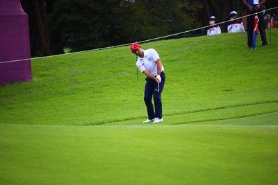 Zanotti remonta y escala en una segunda ronda de golf marcada por la lluvia