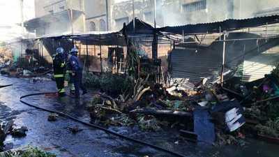 Incendio destruyó casillas en Paseo de los yuyos