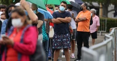 La Nación / Estadounidenses vacunados contra COVID-19 culpan a los no inmunizados de prolongar pandemia
