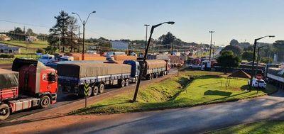 Camioneros en huelga agredieron a un conductor