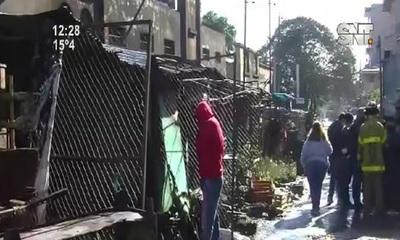 Incendio en el popular Paseo de los Yuyos del Mercado 4