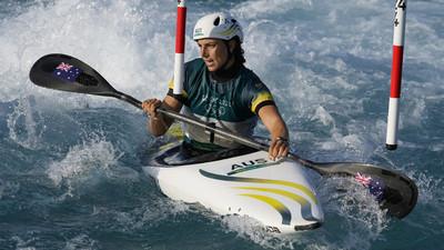 ¡Increíble! No creerás lo que utilizo una atleta australiana para reparar su kayak (Video)