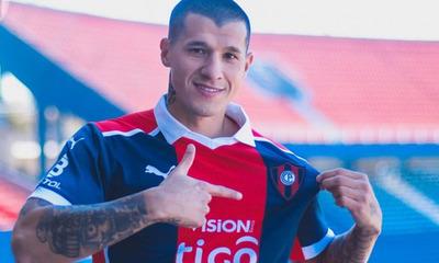 Alan Benítez, presentado oficialmente como nuevo jugador del Ciclón de Barrio Obrero
