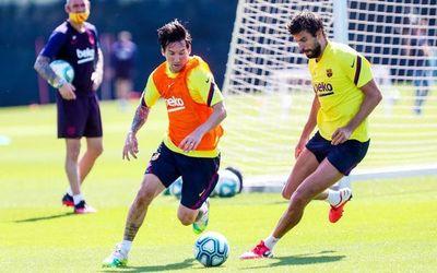 """Piqué: """"Estamos esperando que Messi firme la renovación y tenerlo con nosotros"""""""