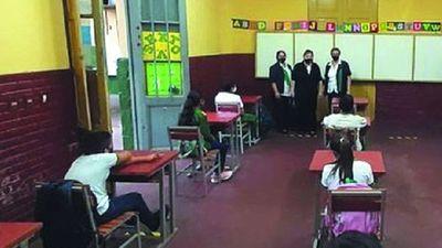 Alumnos quieren volver al aula, con kits y medio pasaje