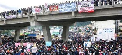 Jornada de paro nacional en Guatemala pide la renuncia del presidente Giammatei