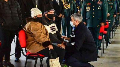 FFAA rinde honores militares y Marito saluda a familiares