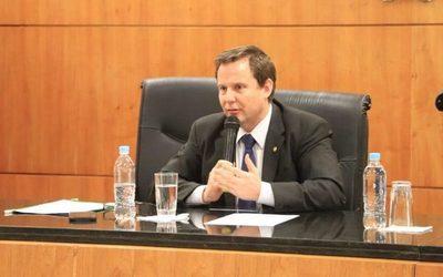 Ministro de la Corte apareció como afiliado a la ANR y pidió su inmediata exclusión
