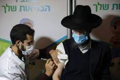 Israel comenzó a aplicar la tercera dosis contra el COVID-19 a los mayores de 60 años