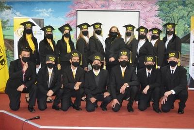 Quince universitarios de la comunidad de sordos de la UNE ya son licenciados