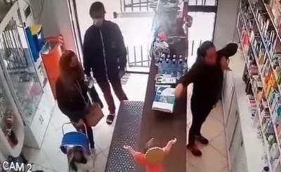 Utilizaron a su bebé como distractor para hurtar en una farmacia