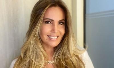 Lorena Arias enfurecida por la situación de la vacunación
