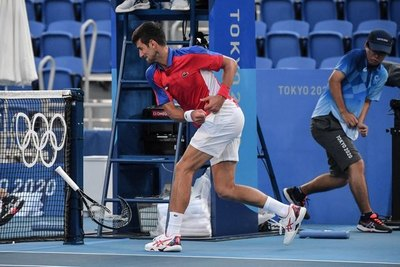 Djokovic pierde la cabeza y se queda hasta sin el bronce en los JJOO