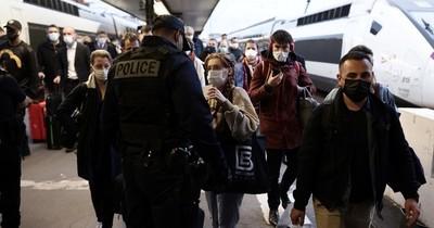 La Nación / Francia: más de 200.000 personas se manifestaron contra el pasaporte sanitario
