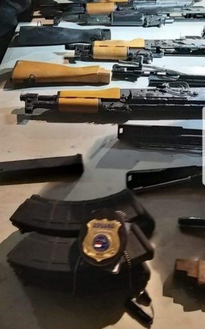 Detienen a supuesto importador de vehículo que contenía armas de fuego