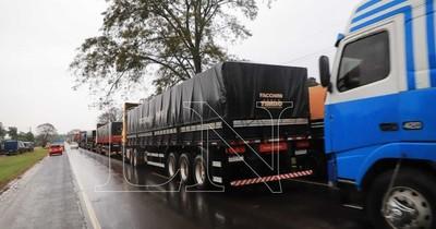 La Nación / Paro de camioneros: emplazan al gobierno y llegarán hasta Asunción el lunes