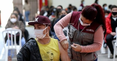 """La Nación / Variante delta debe preocupar por tener una población """"semivacunada"""", advierte infectóloga"""