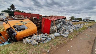 Camionero vuelca tras ser atacado por supuestos manifestantes en Caaguazú