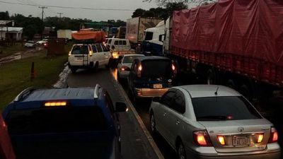 Camioneros en pie de guerra cierran ruta