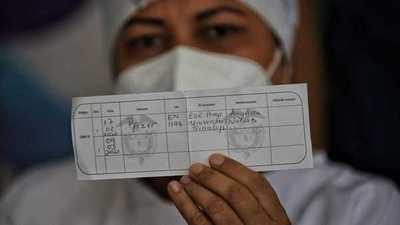 Una alcaldesa de Colombia dispuso encerrar en sus casas a quienes aún no se vacunaron