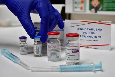 Pfizer y Moderna suben los precios de sus vacunas contra el coronavirus