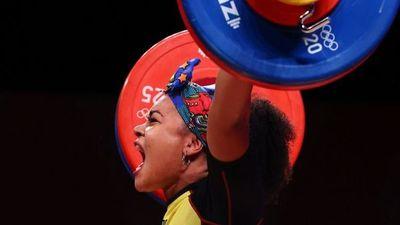 La ecuatoriana Neisi Dajomes se alza con el oro olímpico en halterofilia