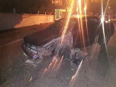 Conductor pierde el control de su auto y choca contra columna de la ANDE