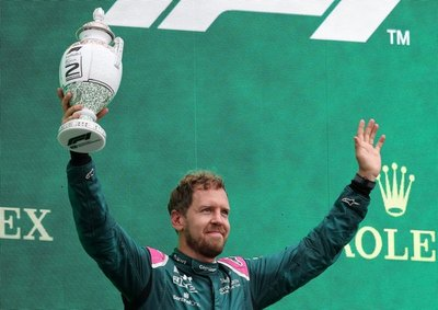 Sebastian Vettel es descalificado, pierde 2º puesto, que le 'regala' a Hamilton